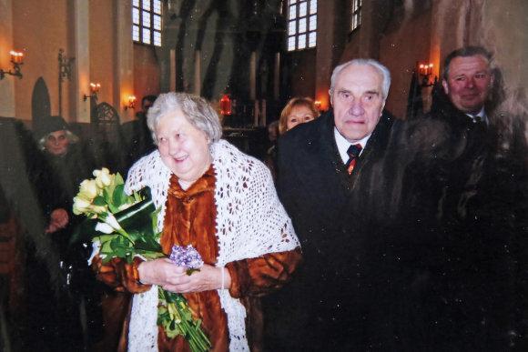 Asmeninio archyvo nuotr./Per deimantines vestuves – 60-ąjį tuoktuvių jubiliejų, Jadvyga ir Jonas bažnyčioje atnaujino santuokos įžadus