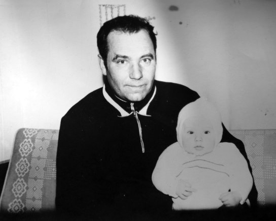 Asmeninio archyvo nuotr./Leonas su jauniausiu – ketvirtuoju – sūnumi
