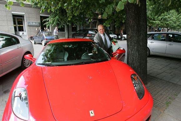 "Aliaus Koroliovo nuotr./Visvaldas Matijošaitis su ""Ferrari"""