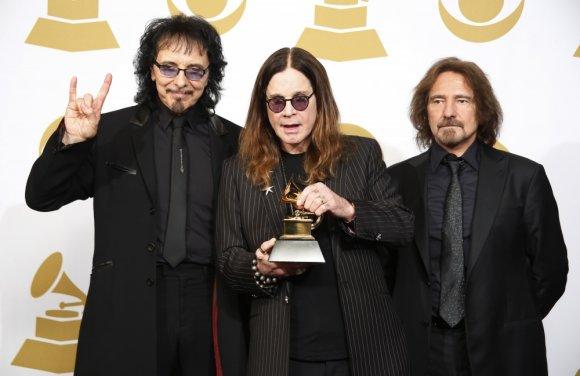 """Reuters""/""Scanpix"" nuotr./""Black Sabbath"": Tony Iommi, Ozzy Osbourne'as ir Geezeris Butleris"