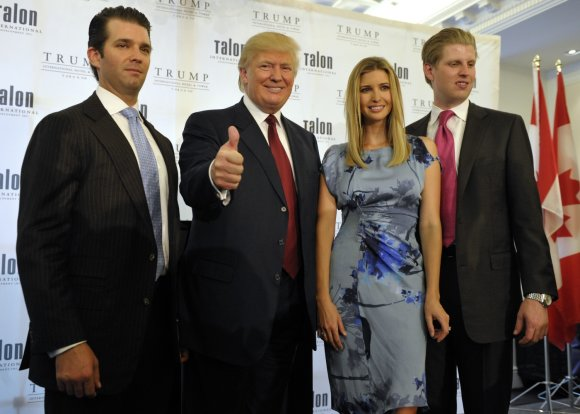 """Reuters""/""Scanpix"" nuotr./Donaldas Trumpas su vaikais Donaldu jaunesniuoju (kairėje), Ivanka ir Ericu"