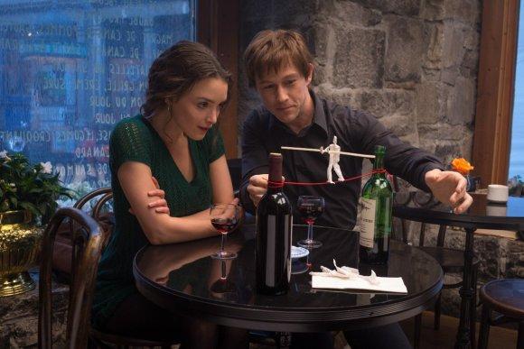 """ACME Film"" nuotr./Charlotte Le Bon ir Josephas Gordonas-Levittas filme ""Pasivaikščiojimas"""