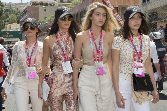 """Scanpix""/""SIPA"" nuotr./Hailey Baldwin, Kendall Jenner, Gigi Hadid ir Bella Hadid"