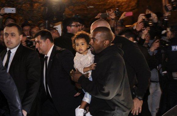 """Scanpix""/AP nuotr./Kanye Westas su dukra North Armėnijoje"