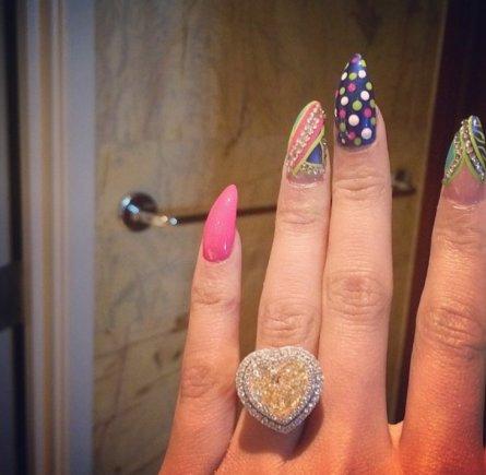"""""""Instagram"""" nuotr./Nicki Minaj sužadėtuvių žiedas"""