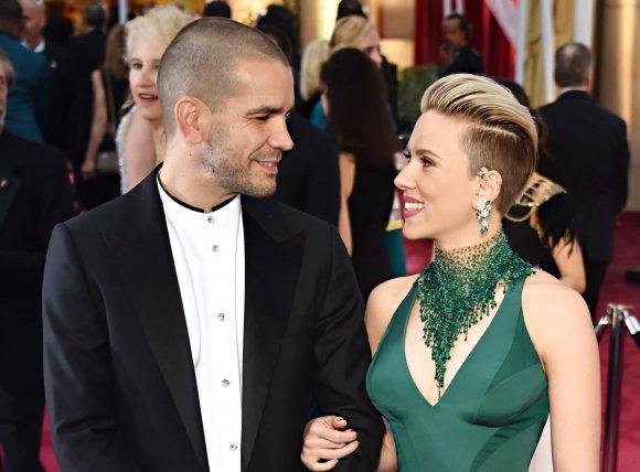 """AFP/""""Scanpix"""" nuotr./Scarlett Johansson ir Romainas Dauriacas"""