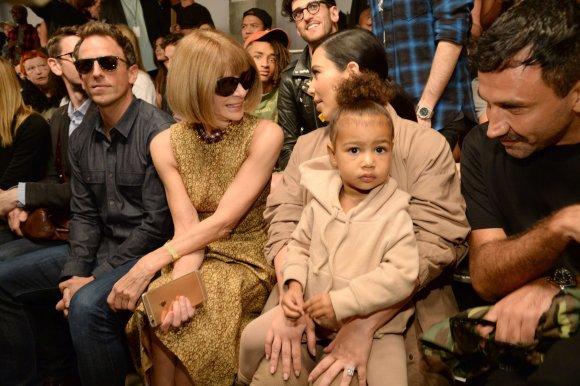 "AFP/""Scanpix"" nuotr./Sethas Meyersas, Anna Wintour ir Kim Kardashian su dukra North"