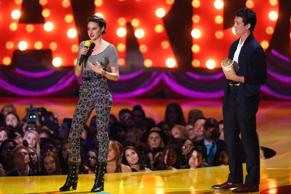 """Scanpix""/AP nuotr./Shailene Woodley ir Milesas Telleris"