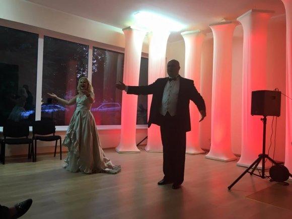 Jolitos Mažeikienės archyvo nuotr./Kristina Siurbytė ir Žanas Voronovas koncertuoja Užuguostyje