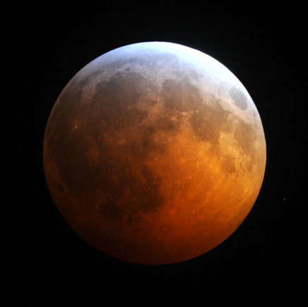 NASA nuotr./Nr.17. Per pilną užtemimą Mėnulis dažniausiai nusidažo tirštu raudonu atspalviu
