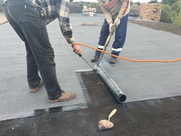 Jolitos Mažeikienės archyvo nuotr./Mokyklos stogas suremontuotas už surinktas aukas