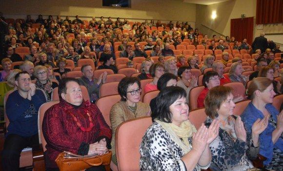 Varėnos Savivaldybės nuotr./Varėnoje apdovanoti 7-ojo Dalios Tamulevičiūtės profesionalių teatrų festivalio laureatai