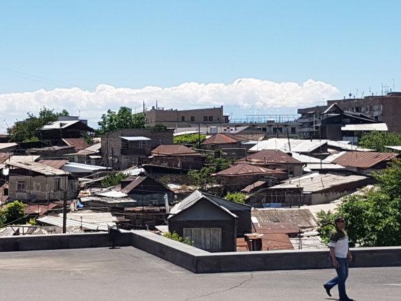 Raimundos Celencevičiaus/15min nuotr./Armėnijos sostinė Jerevanas: lūšnynai – pačiame miesto centre.