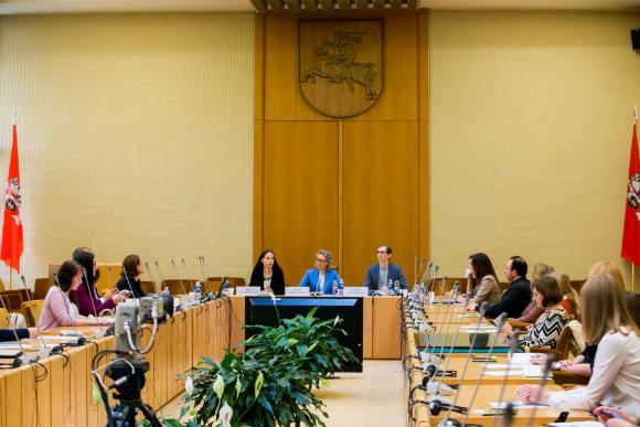 O.Posaškovos nuotr./Seime – diskusija, kaip geriausia užtikrinti moterų ir vyrų lygybę darbe