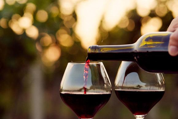 123RF.com nuotr./Raudonas vynas