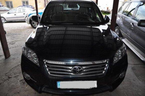 """strazgraniczna.pl nuotr./Lenkijoje sulaikyti lietuviai su vogtais automobiliais """"Toyota""""."""