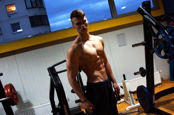Asmeninio albumo nuotr./Lukas Smagurauskas mėgaujasi kūno pokyčiais