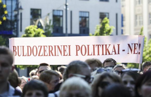 Luko Balandžio/15min.lt nuotr./Mitingas dėl lenkų ir rusų mokyklų