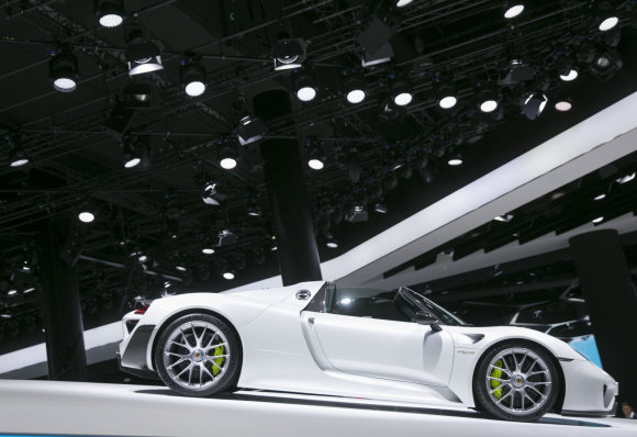 """Luko Balandžio/15min.lt nuotr./""""Porsche"""" automobilių stendas Frankfurto automobilių parodoje"""