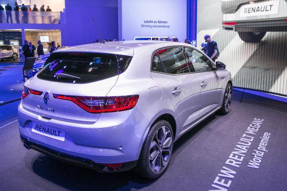 """Luko Balandžio/15min.lt nuotr./""""Renault"""" stendas Frankfurto automobilių parodoje"""