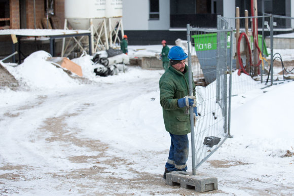 Luko Balandžio / 15min nuotr./ Statybininkai dirba net ir spaudžiant šalčiams