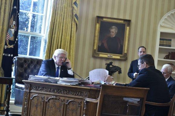"AFP/""Scanpix"" nuotr./Donaldas Trumpas kalbasi su Vladimiru Putinu"