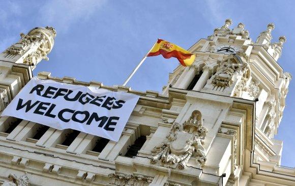 """""""Reuters""""/""""Scanpix"""" nuotr./Plakatas ant Madrido rotušės"""