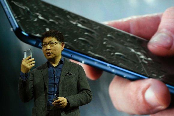 "AFP/""Scanpix"" nuotr./""Huawei P10"" ir  ""Huawei P10 Plus""pristatymas"