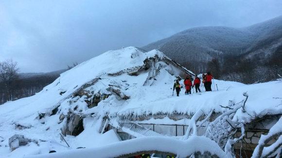 """AFP/""""Scanpix"""" nuotr./Sniego lavina Italijoje"""