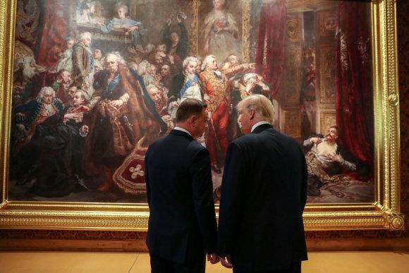 """Reuters""/""Scanpix"" nuotr./Donaldas Trumpas su šeima lankosi Lenkijoje"