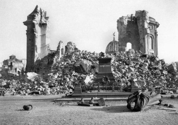 Dresdeno Dievo motinos bažnyčia 1945 m.