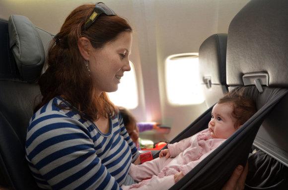 123rf.com nuotr./Lėktuve su vaiku
