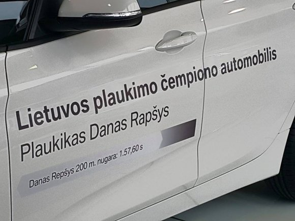 Pauliaus Cuberos nuotr./Klaida ant Dano Rapšio automobilio