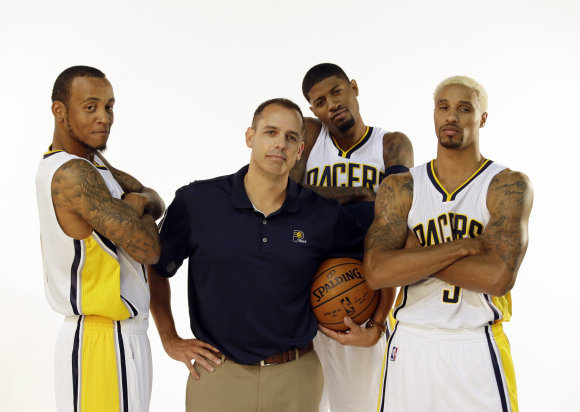 """Scanpix""/AP nuotr./""Pacers"" kompanija: treneris Frankas Vogelis, Monta Ellisas (k.), Paulas George'as ir George'as Hillas"