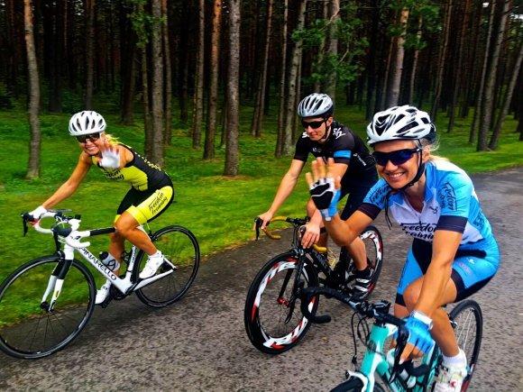 Modesta Vžesniauskaitė ir Vita Degutienė leidosi dviračių taikais / Viliaus Abeciūno nuotr.