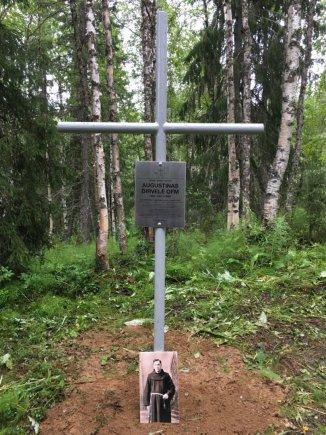 Kryžius A. Dirvelės atminimui/ Algirdo Malakauskio nuotr.