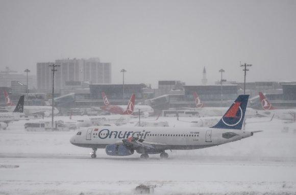 """AFP/""""Scanpix"""" nuotr./Lėktuvai Stambulo Atatiurko oro uoste"""