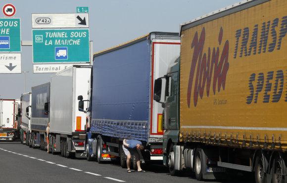 """Scanpix""/AP nuotr./Vilkikų eilė netoli Kalė uosto"