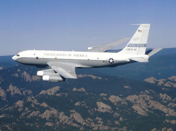 """""""Wikipedia"""" nuotr./Žvalgybos lėktuvas """"OC-135 Open Skies"""""""