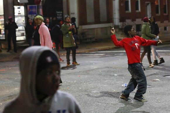 """""""Reuters""""/""""Scanpix"""" nuotr./Protestuotojai Baltimorėje susirėmė su policija"""
