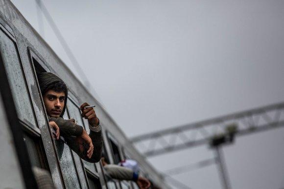 Vidmanto Balkūno/15min.lt nuotr./Migrantai Tovarniko (Kroatija) geležinkelio stotyje