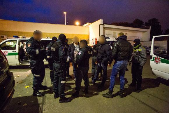 Vidmanto Balkūno / 15min nuotr./Policijos pareigūnai ruošiasi sulaikymo operacijai