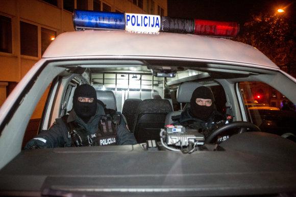 Vidmanto Balkūno / 15min nuotr./Policijos reidas Vilniaus naktiniame bare ieškant narkotikų