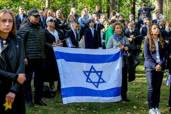 Vidmanto Balkūno / 15min nuotr./Lietuvos žydų genocido aukų pagerbimo ceremonijoje Panerių memoriale