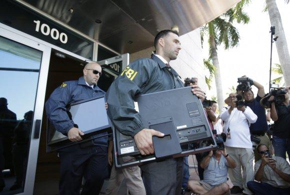 """""""Scanpix""""/AP nuotr./Atliktos kratos FIFA padalinio būstinėje Floridoje"""