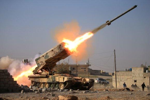 """""""Reuters""""/""""Scanpix"""" nuotr./Irako pajėgos atakuoja """"Islamo valstybės"""" užimtą Mosulo oro uostą"""