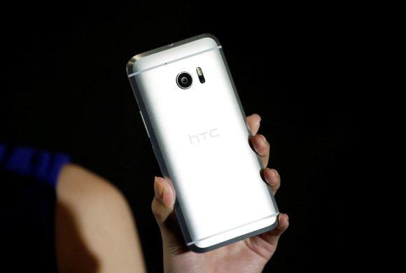 """""""Reuters""""/""""Scanpix"""" nuotr./Naujasis HTC 10 išmanusis telefonas"""