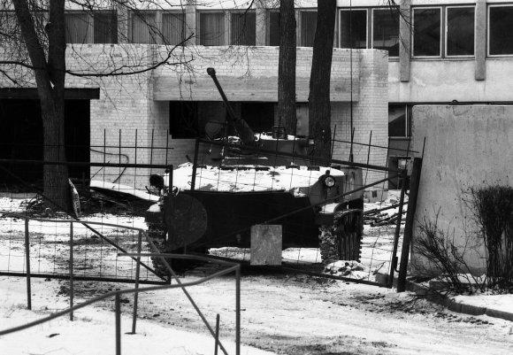 LRS archyvo/Pauliaus Liekio nuotr./Sovietų sąjungos tankai ir kariai Vilniuje 1991 m. sausį
