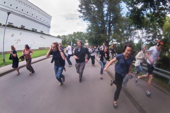 """D. Matvejevo nuotr./Spektaklio """"Remote Vilnius"""" akimirka"""