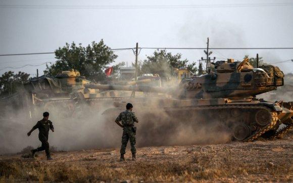 """AFP/""""Scanpix"""" nuotr./Turkijos tankai įsiveržė į Sirijos teritoriją"""